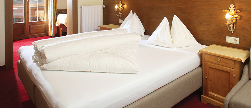 Hotel Berghof, Alpebach, Austria - double bedroom.jpg